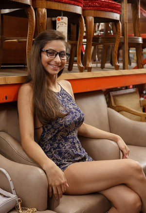 Teen With Glasses Pics