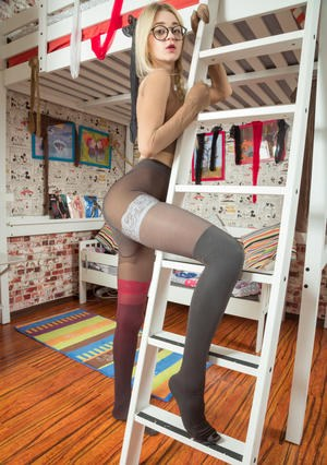 Teen In Pantyhose Pics